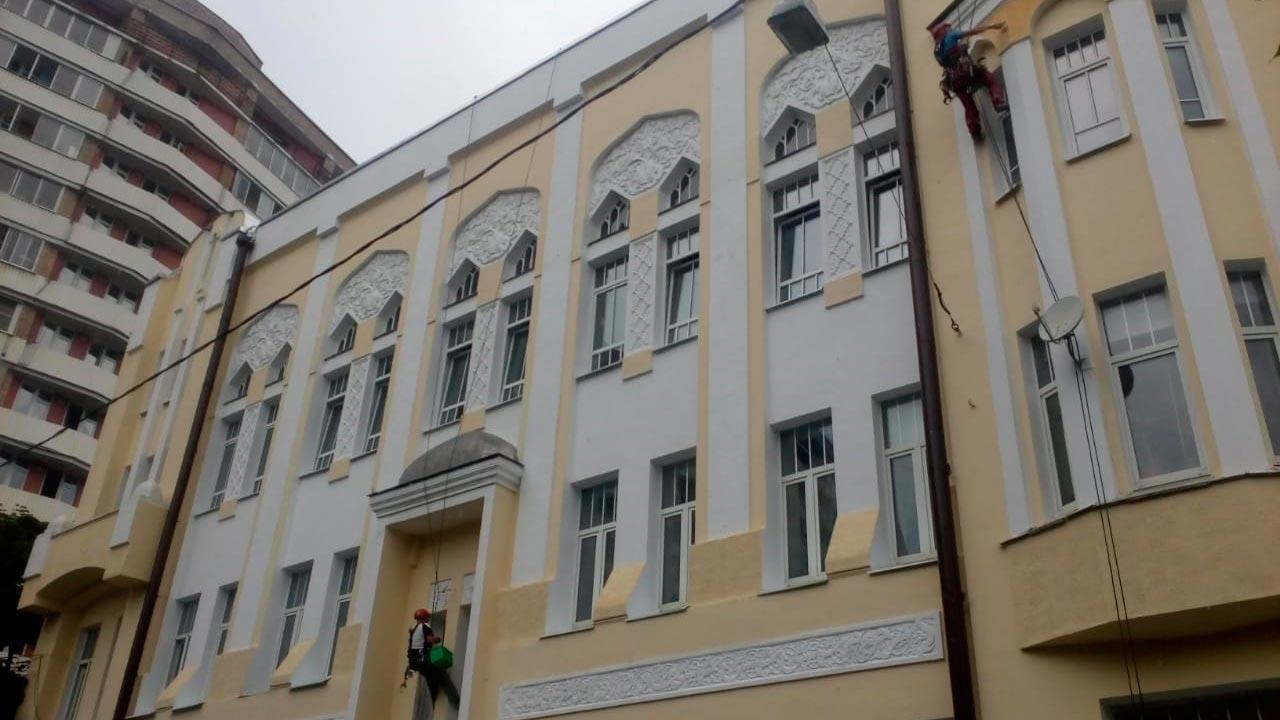 Расценки на покраску фасада из кирпича
